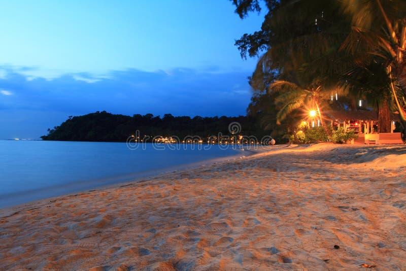 Schemering bij het strand, Koh Kood, Thailand royalty-vrije stock afbeelding