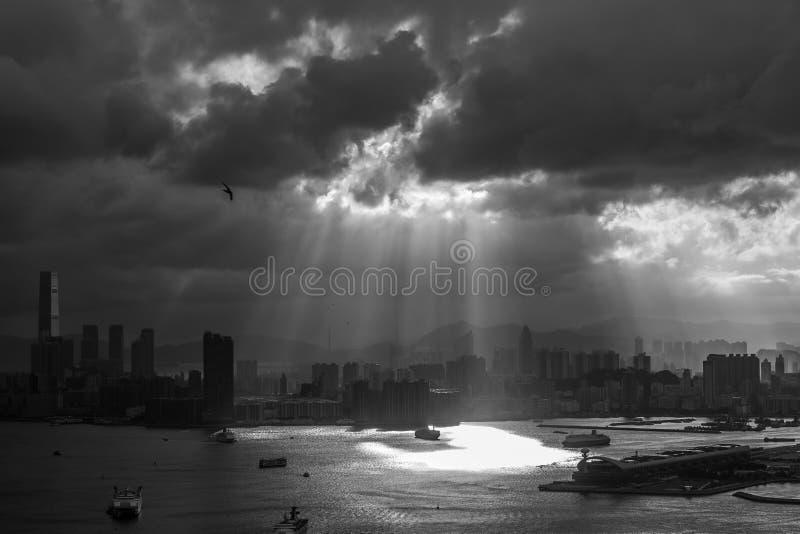 Schemering op bewolkte dag stock foto