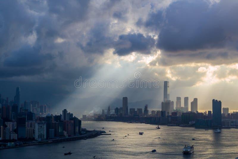 Schemering op bewolkte dag stock foto's