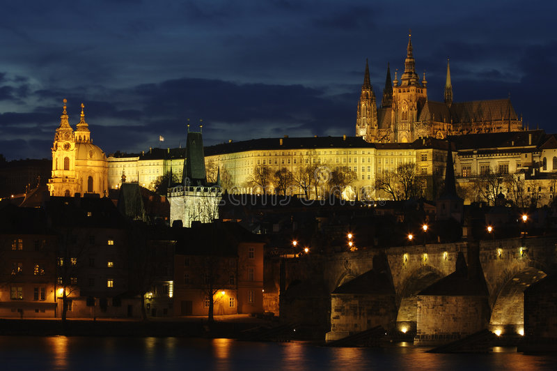 Schemering Praha stock foto