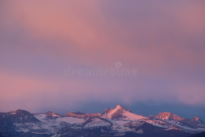 Schemering, Siërra de Bergen van Nevada royalty-vrije stock fotografie
