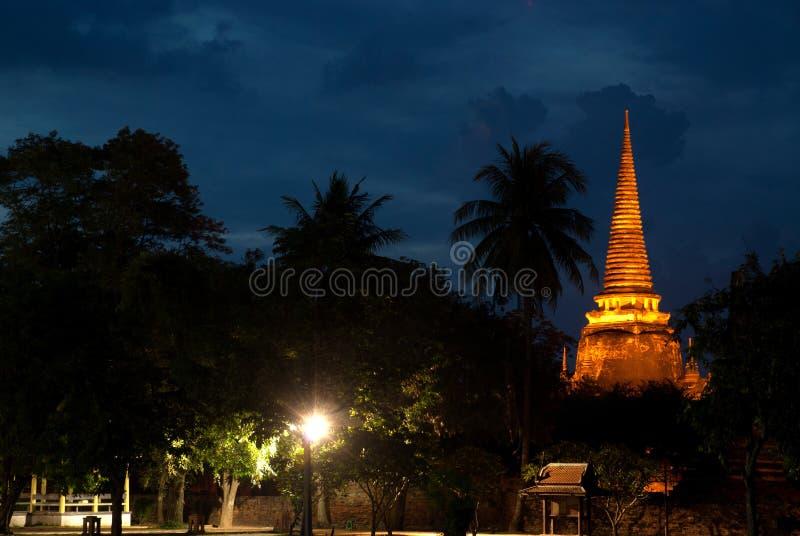 Schemeringscène van Wat Phra Si Sanphet in het Historische Park van Ayutthaya van Thailand stock afbeeldingen