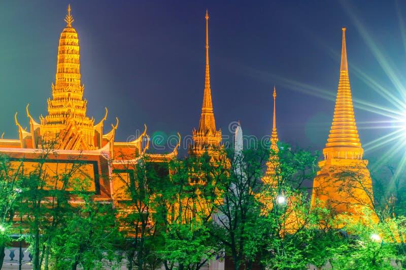 Schemeringtempel van Emerald Buddha (Wat Phra Kaew) stock afbeelding