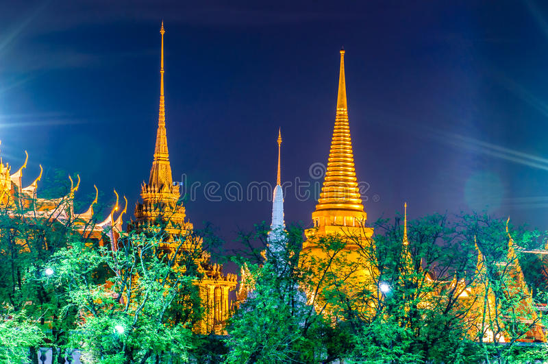Schemeringtempel van Emerald Buddha (Wat Phra Kaew) stock foto