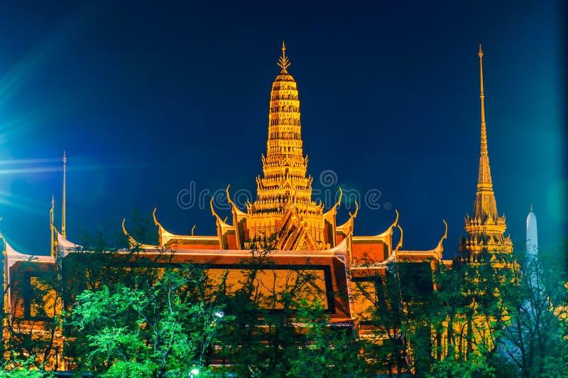 Schemeringtempel van Emerald Buddha Wat Phra Kaew van Bangkok stock foto