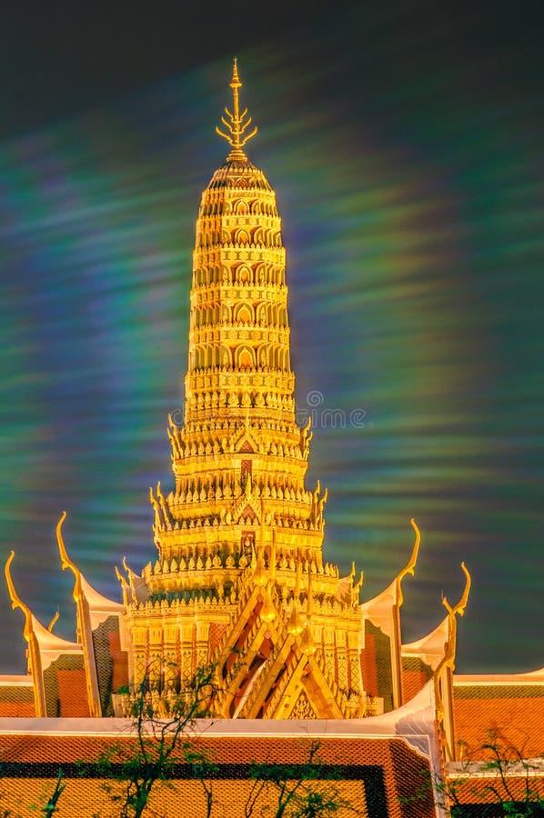Schemeringtempel van Emerald Buddha Wat Phra Kaew van Bangkok royalty-vrije stock afbeelding