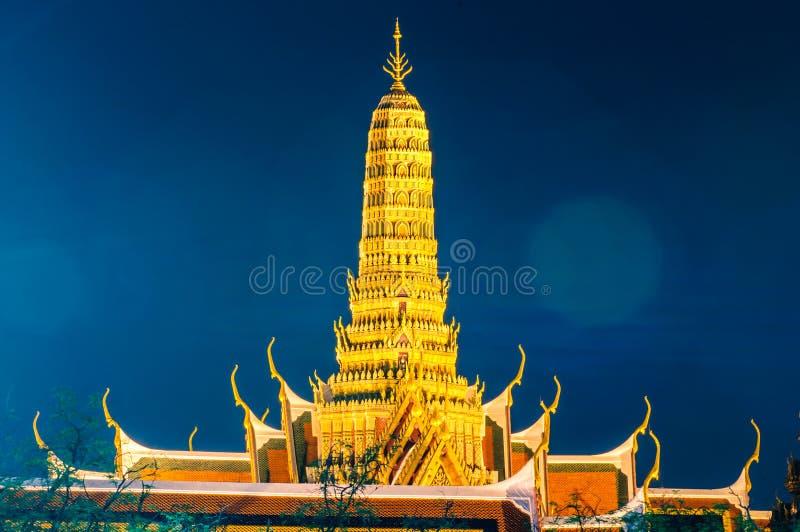 Schemeringtempel van Emerald Buddha Wat Phra Kaew van Bangkok royalty-vrije stock foto's