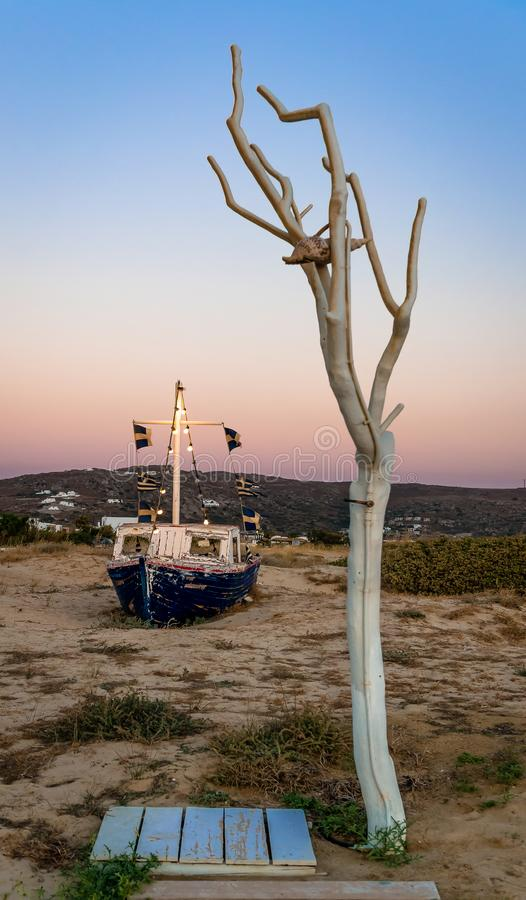 Schemeringtijd in Plaka-strand, in Naxos, Griekenland royalty-vrije stock foto
