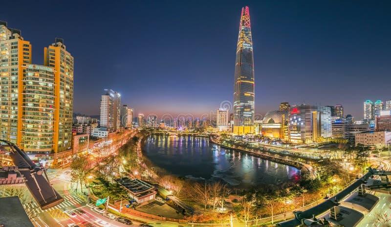 Schemeringzonsondergang bij hanrivier Seoel Korea royalty-vrije stock fotografie