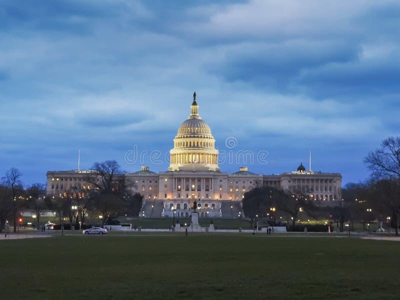 Schemermening van ons de capitolbouw in Washington stock afbeelding