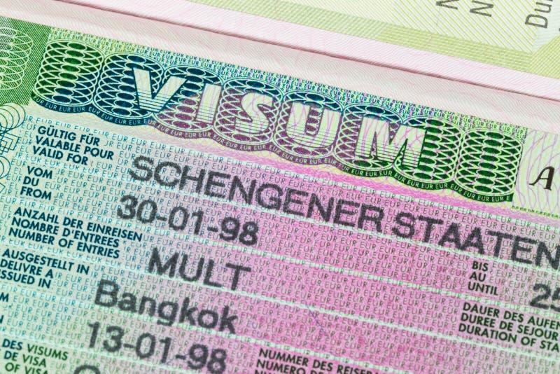 Schengen visum i pass fotografering för bildbyråer