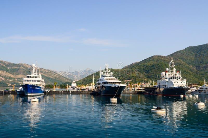 Schepen in de Baai van Tivat, Montenegro stock afbeeldingen