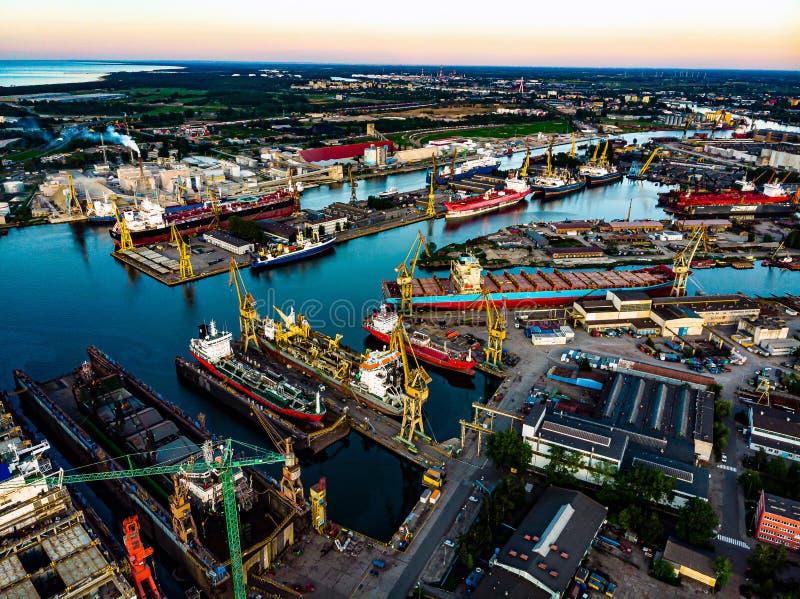 Schepen in zeehaven royalty-vrije stock afbeelding