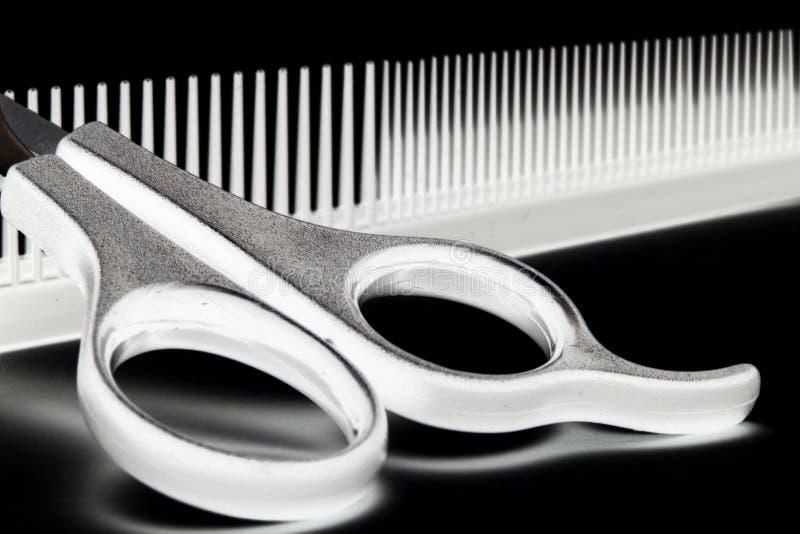 Scheren und Hairbrush stockfoto