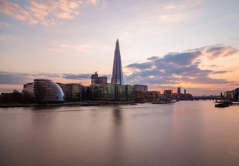Scherf, Stadhuis en Andere gebouwen in Londen stock afbeelding