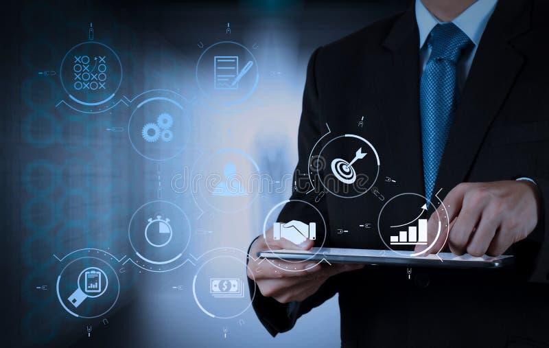 scherm van de de computeraanraking van het zakenmansucces het werkende met zijn team royalty-vrije stock foto