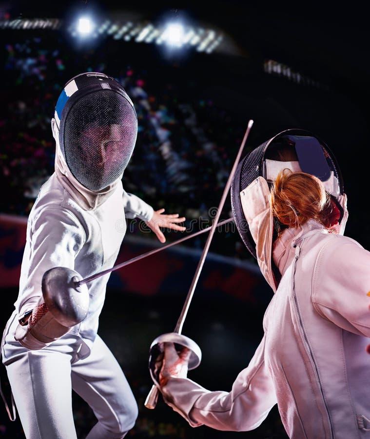 Schermende sport voor de schermer van de vrouwendegen stock fotografie
