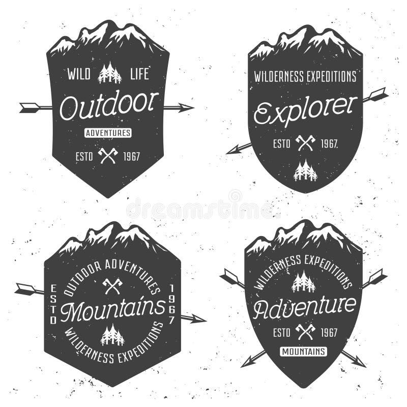 Schermi con i distintivi dell'annata di vettore delle montagne illustrazione vettoriale