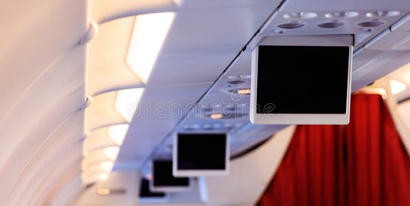 Schermi del ` s TV dell'aeroplano in una fila Copyspace e spazio in bianco, schermo nero immagine stock