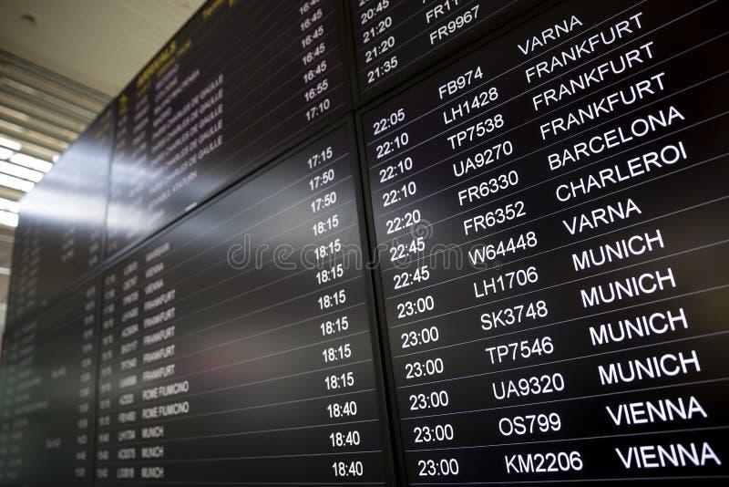 Schermi di monitor di tempo di imbarco fotografia stock libera da diritti