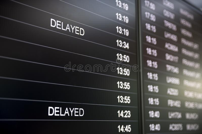 Schermi di monitor di tempo di imbarco in ritardo immagine stock