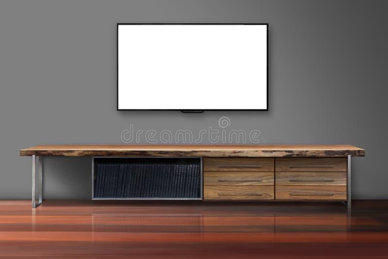 Schermo in bianco TV sul muro di cemento con la tavola di legno immagini stock