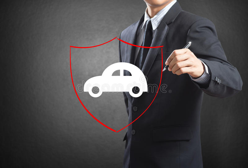 Schermo del disegno dell'uomo di affari che protegge automobile automatica fotografia stock libera da diritti