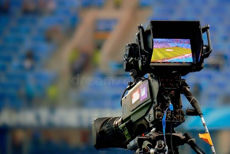Schermo di visualizzazione LCD su un'alta cinepresa di televisione di definizione fotografia stock libera da diritti