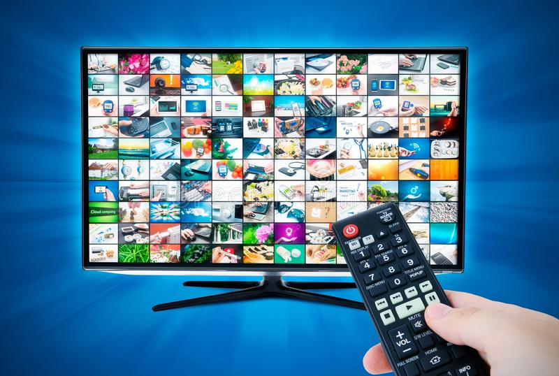 Schermo a grande schermo di alta definizione TV con la video galleria remote immagine stock libera da diritti