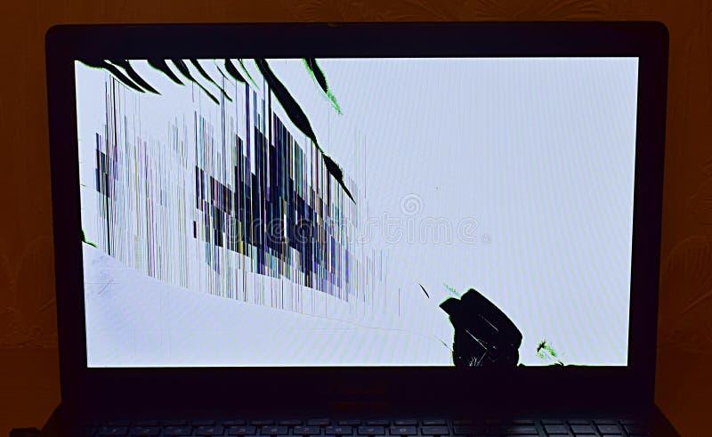 Schermo LCD del computer portatile rotto fotografie stock libere da diritti
