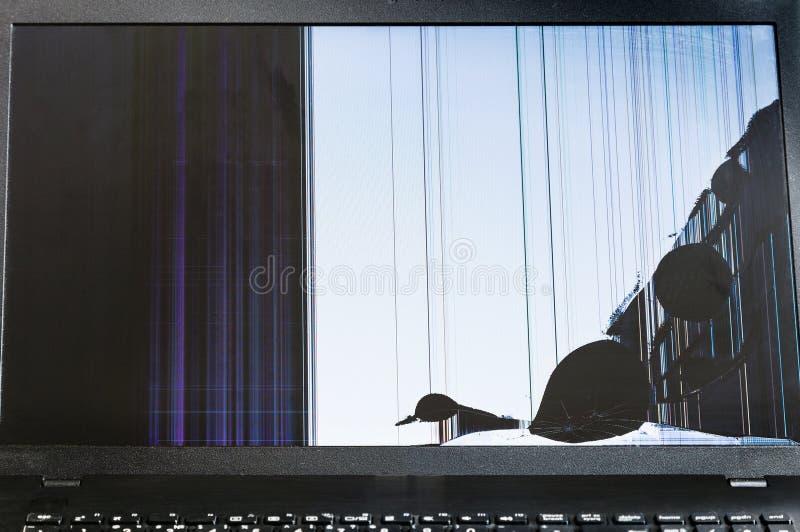 Schermo LCD incrinato del computer portatile fotografia stock libera da diritti
