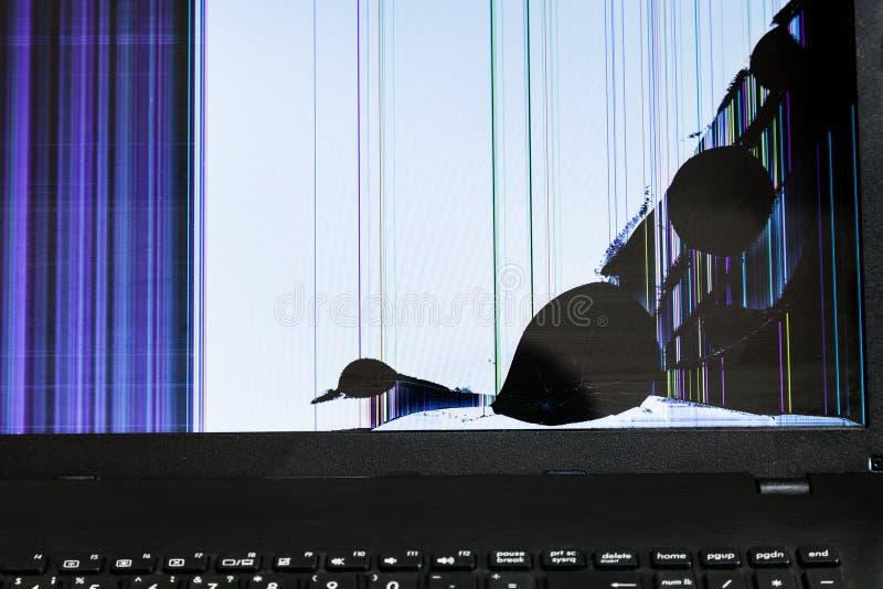 Schermo LCD rotto del computer portatile immagini stock