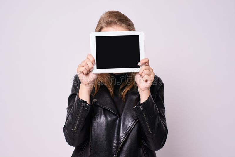 Schermo nero Ridurre in pani del calcolatore Priorità bassa bianca fotografia stock