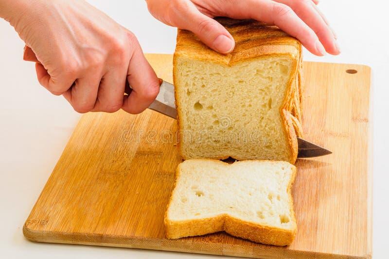 Scherp brood door mes royalty-vrije stock fotografie