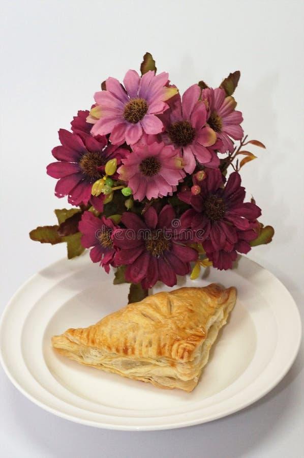 Scherp & Pastei, Eigengemaakte Gebakken, Verse Maaltijd, scherp of zuur in smaak een gebakken schotel van fruit, of vlees en groe stock foto