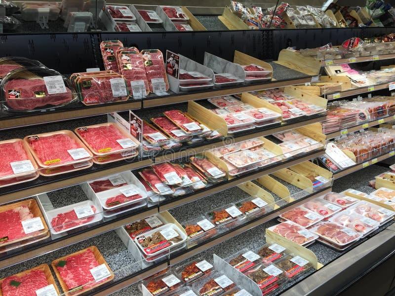Scherp vlees in ijskast voor verkoop bij opslag de V.S. stock fotografie