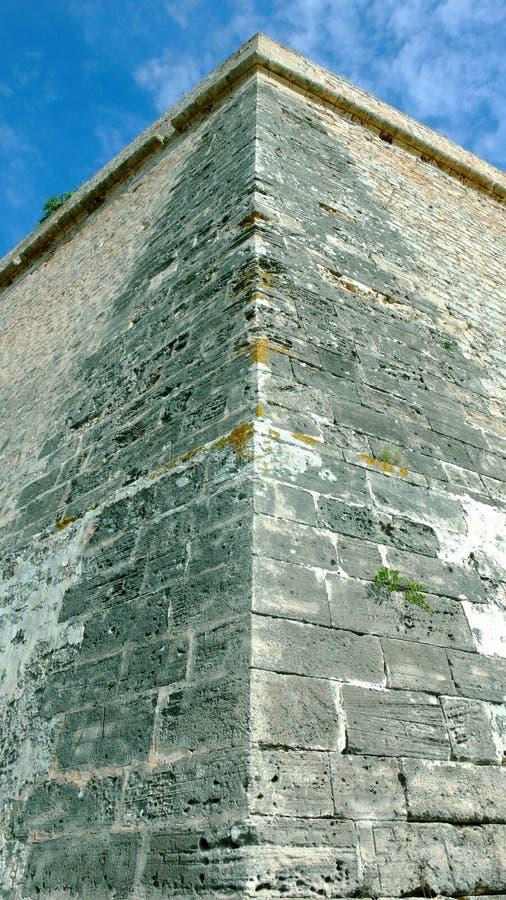 Scherpe citadelmuur - lange weg omhoog stock foto's