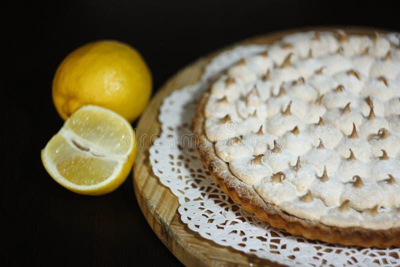 Scherpe citroenpastei royalty-vrije stock fotografie