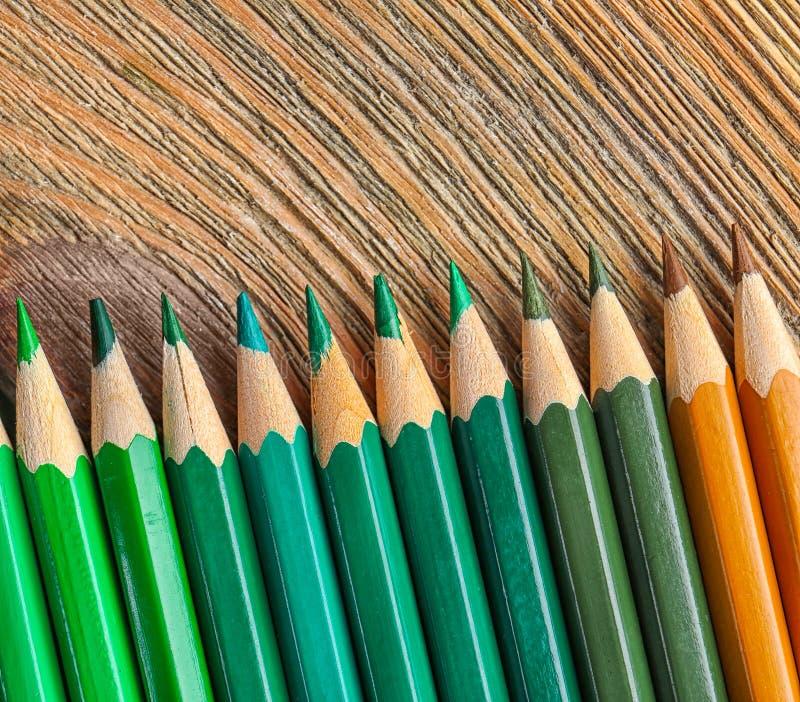 Download Scherpe groene potloden stock afbeelding. Afbeelding bestaande uit ontwerp - 107702823