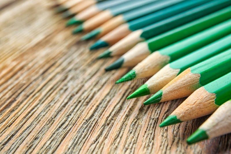 Download Scherpe groene potloden stock foto. Afbeelding bestaande uit up - 107702854