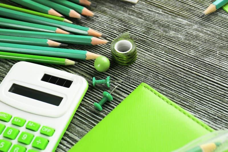 Download Scherpe Groene Potloden En Bureaulevering Stock Foto - Afbeelding bestaande uit bureau, verschillend: 107702706