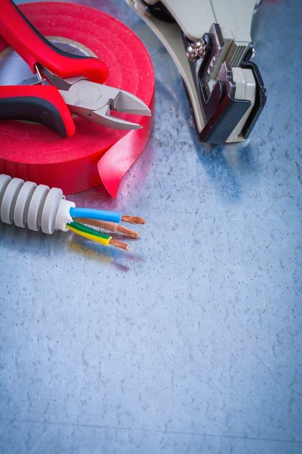 Scherpe insulatio van de dradenafbijtmiddelen van de tangen elektrische golfbuis royalty-vrije stock foto