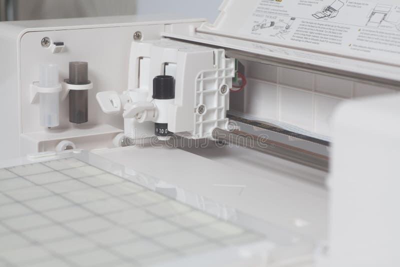 Scherpe plotter flatbed machine stock afbeelding