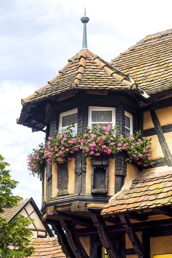 Scherwiller (Alsace) - Chambres et fleurs photos stock