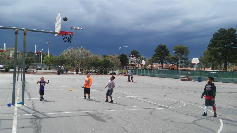 Scherza la pallacanestro fotografie stock libere da diritti