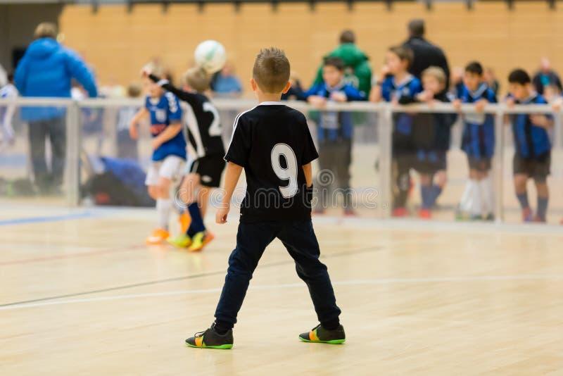 Scherza la partita di calcio dell'interno immagini stock libere da diritti