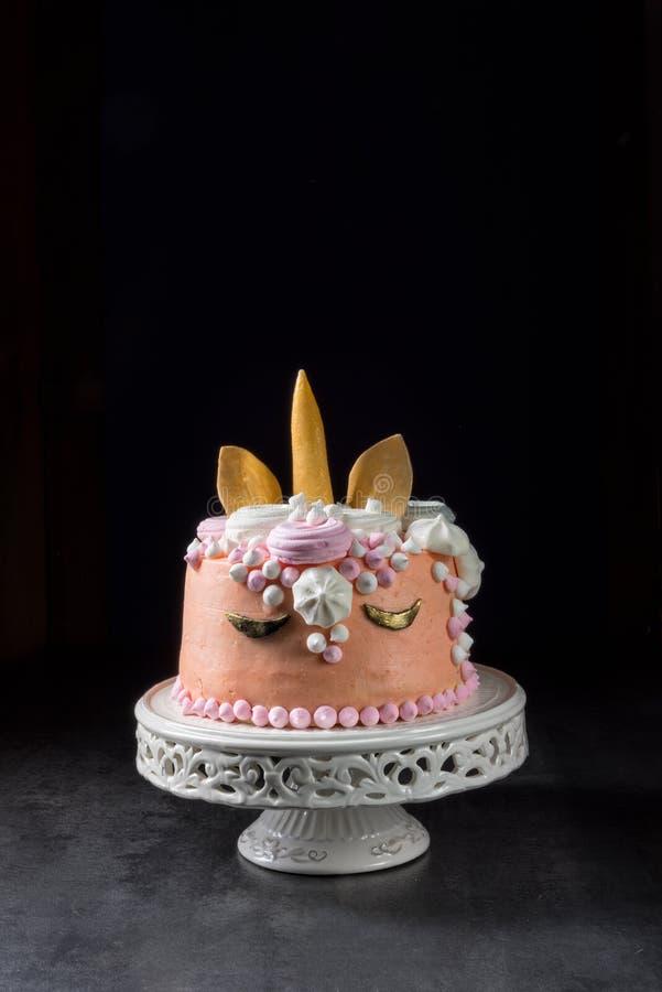 Scherza la torta di compleanno fotografie stock libere da diritti
