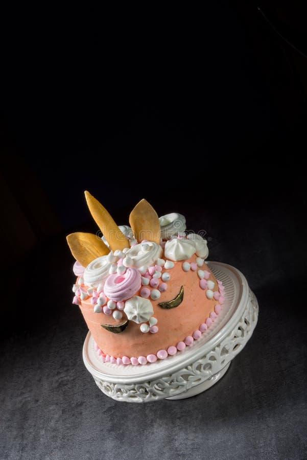 Scherza la torta di compleanno immagini stock