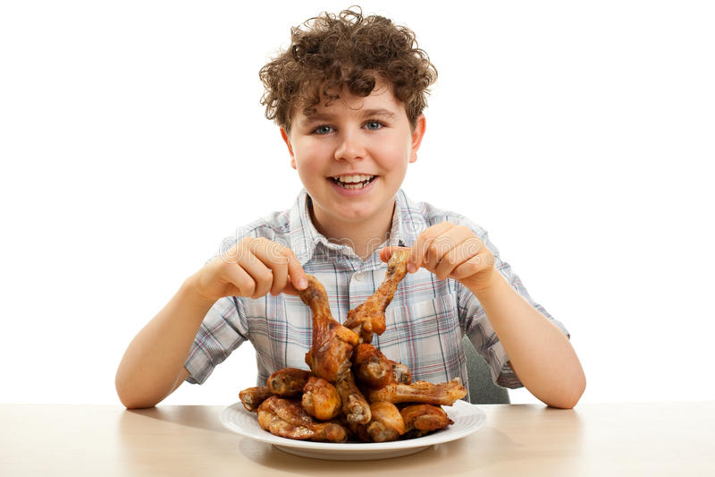 Scherzen Sie das Essen der Huhntrommelstöcke stockfotos