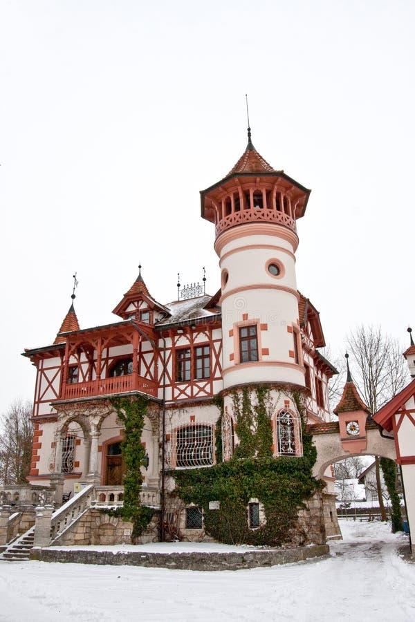 Scheuermann ` s别墅或一点城堡,阿默湖畔黑尔兴上午Ammersee 库存图片